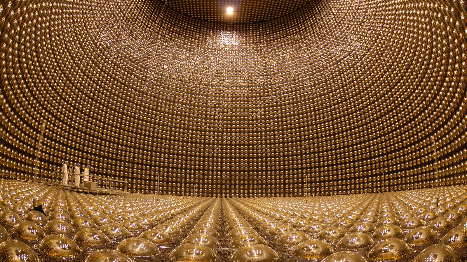 T2K presenta indicios de violación de carga-paridad en neutrinos